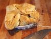 Чудо-рецепт: пирог с вареньем и орехами за 20 минут