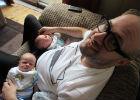«Кормящий папа» близнецов рассказал о декрете