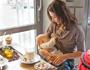 Как кормить грудью в общественном месте