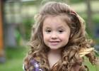 Девочка помешана на конкурсах красоты