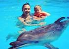 Бледанс с сыном на дельфинотерапии